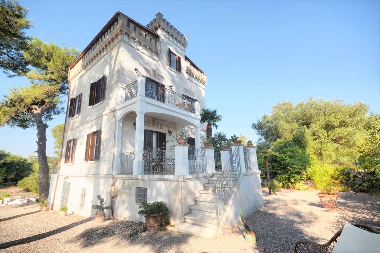OSTUNI, Villa zu verkaufen von 250 Qm, Renoviert, Heizung Unabhaengig, Energie-klasse: G, Epi: 165 kwh/m2 jahr, am boden Land, zusammengestellt von: