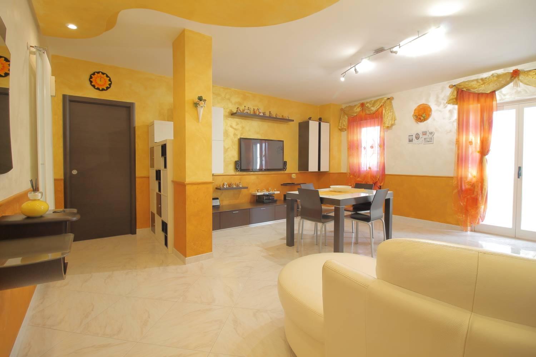 MONOPOLI, Wohnung zu verkaufen von 86 Qm, Renoviert, Heizung Unabhaengig, Energie-klasse: G, Epi: 165 kwh/m2 jahr, am boden 2°, zusammengestellt von: