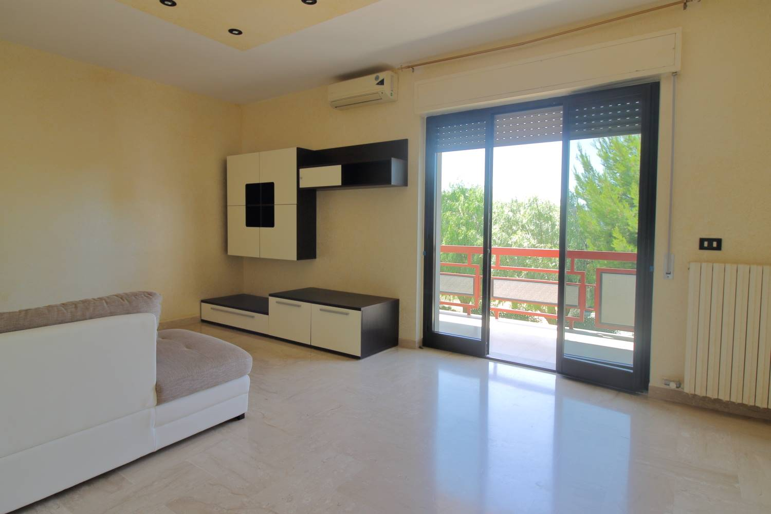 MONOPOLI, Apartment for sale of 110 Sq. mt., Good condition, Heating Individual heating system, Energetic class: G, Epi: 165 kwh/m2 year, placed at 1°, composed by: 4 Rooms, Separate kitchen, , 3