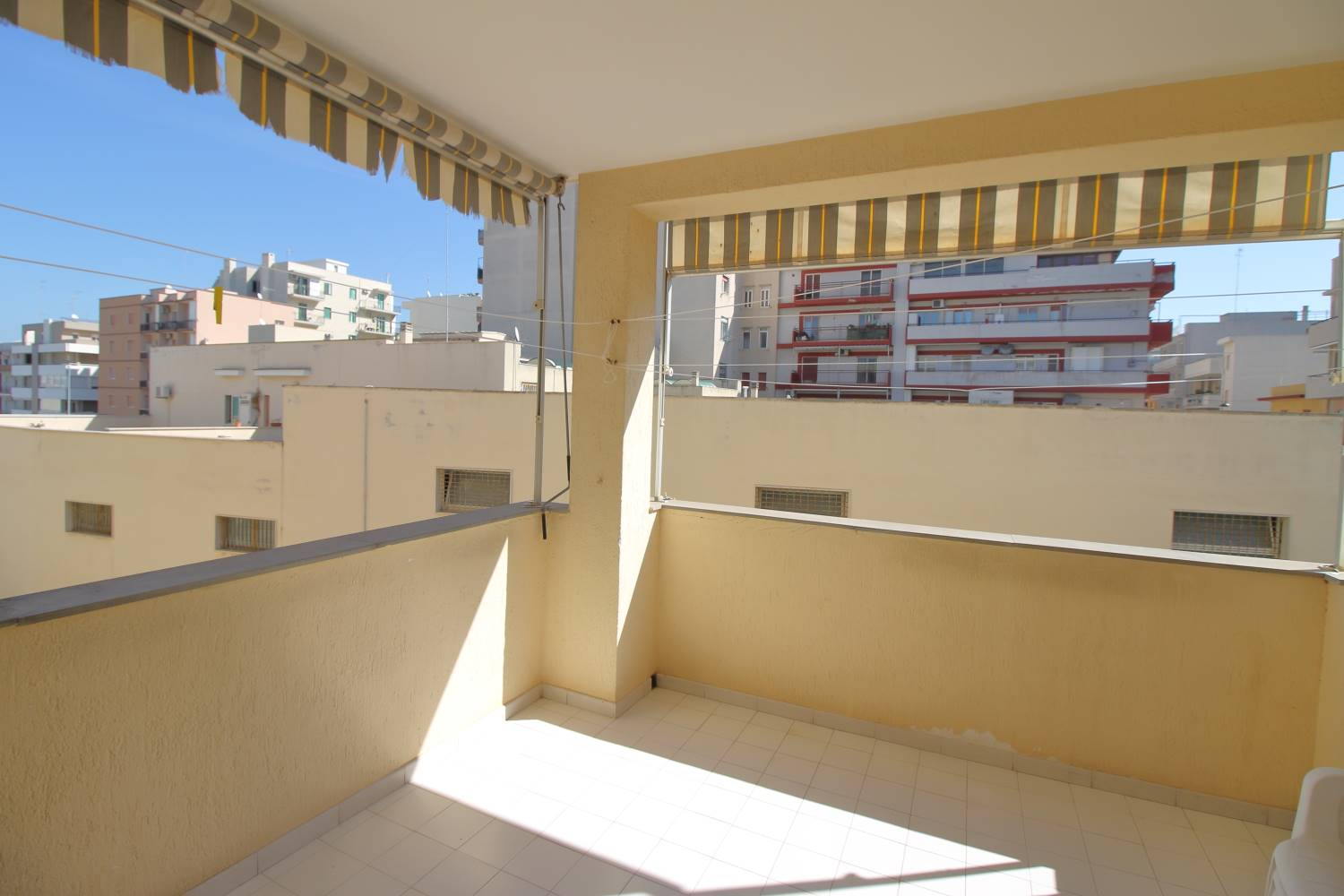 MONOPOLI, Apartment for sale of 120 Sq. mt., Good condition, Heating Individual heating system, Energetic class: G, Epi: 165 kwh/m2 year, placed at 1°, composed by: 4 Rooms, Separate kitchen, , 3