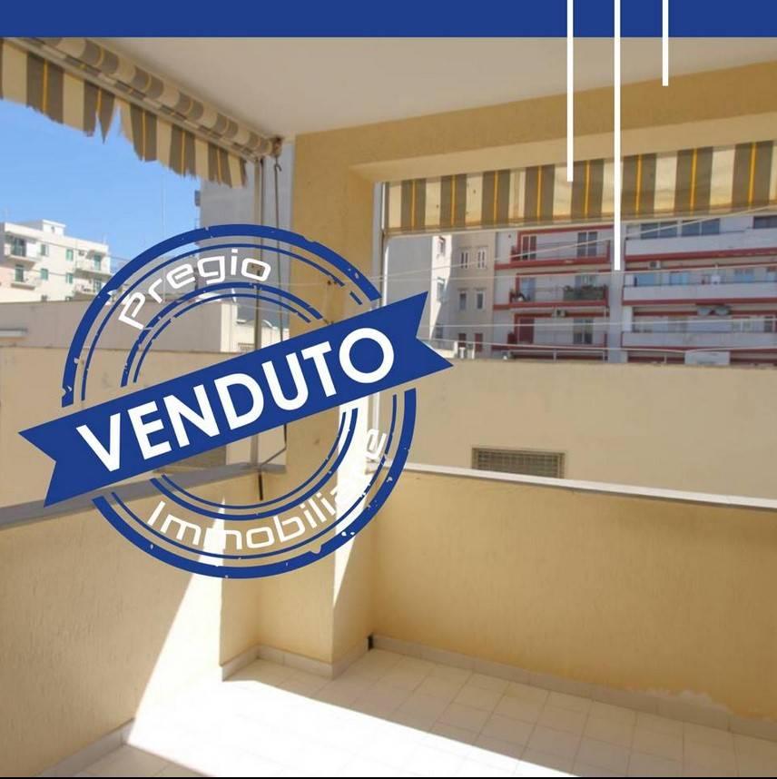 Nei pressi dello stadio  Vito Simone Veneziani in zona ben servita a pochi passi dal centro murattiano, proponiamo in vendita ampio quadrivani ubicato al primo piano di 120 mq con ampi spazi