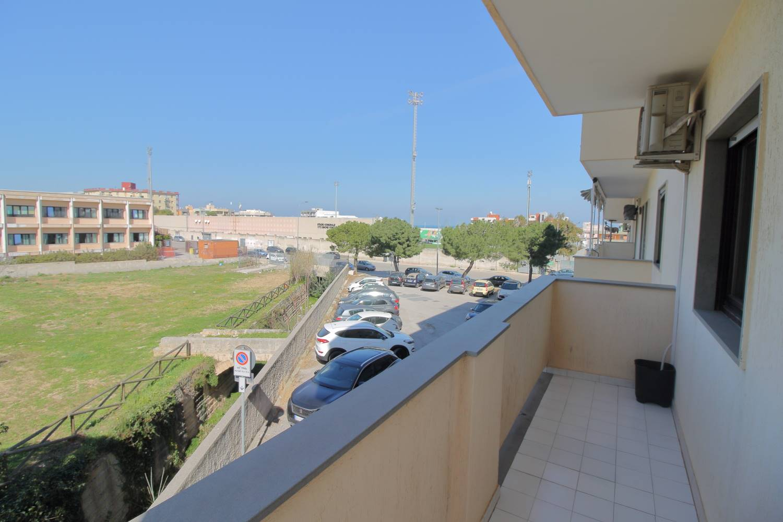 MONOPOLI, Wohnung zu verkaufen von 120 Qm, Gutem, Heizung Unabhaengig, Energie-klasse: G, Epi: 165 kwh/m2 jahr, am boden 1°, zusammengestellt von: 4 Raume, Separate Küche, , 3 Zimmer, 2 Baeder,