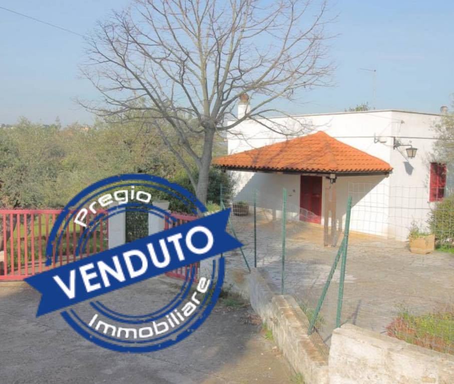 MONOPOLI, Villa for sale, Be restored, Heating Individual heating system, Energetic class: G, Epi: 165 kwh/m2 year, placed at Ground, composed by: 3 Rooms, , 2 Bedrooms, 1 Bathroom, Price: € 140,000
