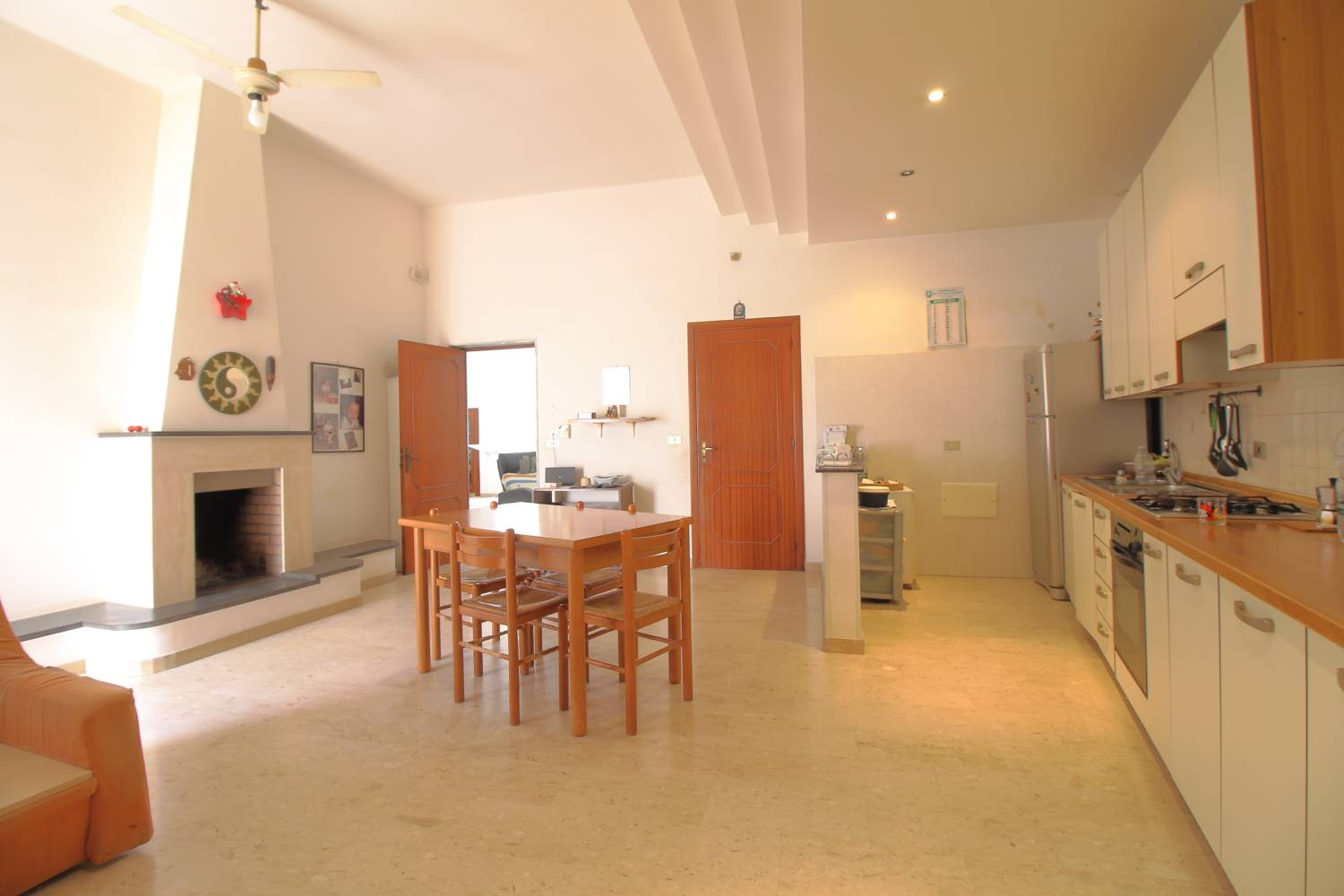 MONOPOLI, Apartment for sale of 141 Sq. mt., Habitable, Heating Individual heating system, Energetic class: G, Epi: 165 kwh/m2 year, placed at 2° on 2, composed by: 4 Rooms, Separate kitchen, , 3