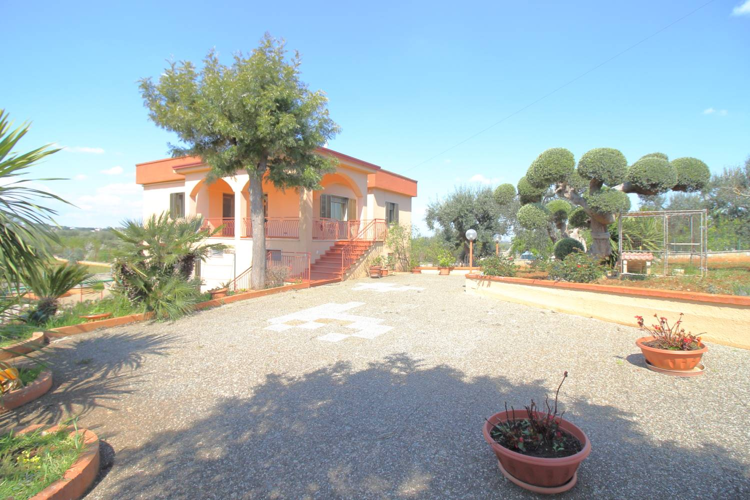 CASTELLANA GROTTE, Villa for sale of 220 Sq. mt., Good condition, Heating Individual heating system, Energetic class: G, Epi: 165 kwh/m2 year, placed at Raised, composed by: 5 Rooms, Separate kitchen,