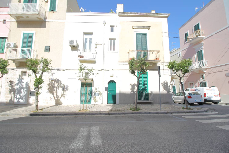 Nel cuore di Monopoli, a due passi da Piazza Vittorio Emanuele, in stabile medio signorile, proponiamo in vendita appartamento semindipendente di 45 mq. L'immobile è ubicato al piano primo ed è