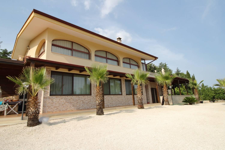 POLIGNANO A MARE, Villa zu verkaufen, Renoviert, Heizung Unabhaengig, Energie-klasse: A3, am boden 2°, zusammengestellt von: 5 Raume, Separate Küche, , 5 Zimmer, 4 Baeder, Preis: € 800.000