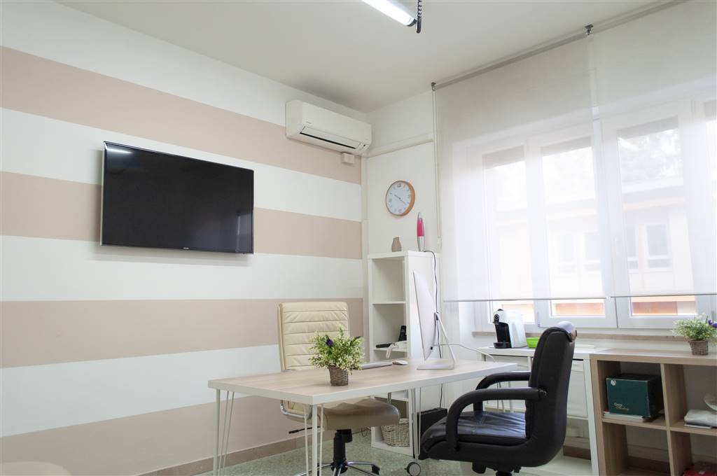 Ufficio / Studio in vendita a Cosenza, 4 locali, zona Località: PIAZZA BILOTTI, prezzo € 149.000   CambioCasa.it