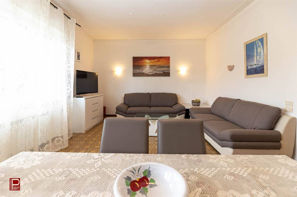 Affitto turistico appartamento Lido di Camaiore. In zona verde e tranquilla a 700 metri dal mare. Proponiamo in affitto estivo appartamento di ampie