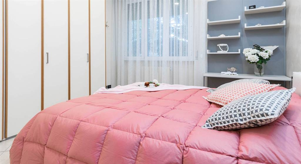 Nella rinomata Viareggio a solo 300 metri dal mare, proponiamo splendido appartamento di 55 mq con giardino privato e posto auto. L'appartamento si