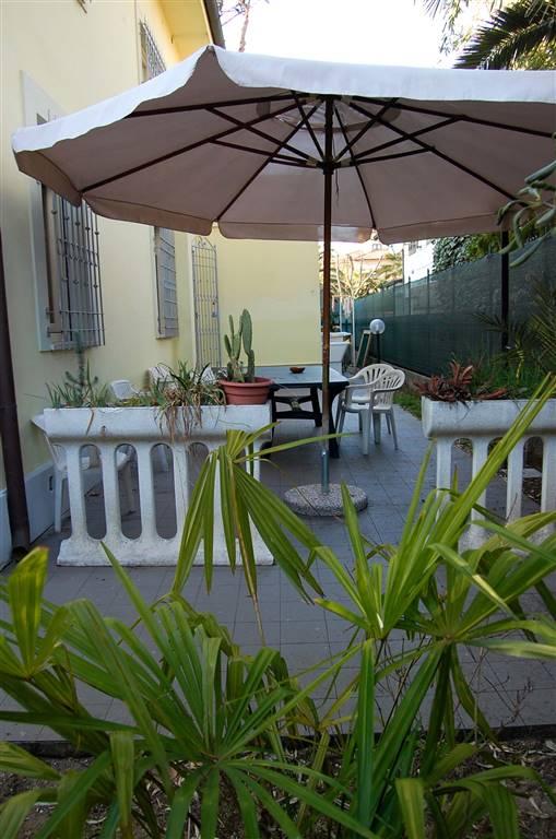 LIDO DI CAMAIORE, CAMAIORE, Вилла в аренду из 130 Км, Xорошо, Отопление Независимое, состоит из: 7 Помещения, Отдельная кухня, , 4 Комнаты, 2 Ванные,