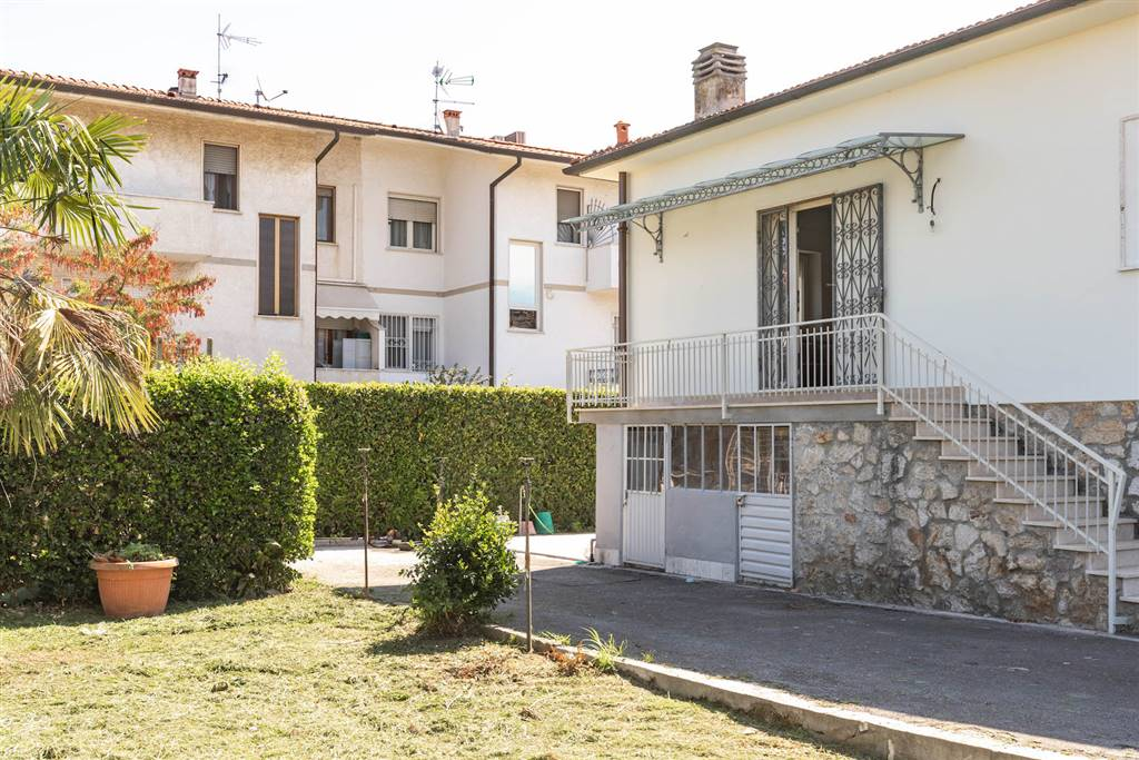 Pietrasanta, in località Ponte Strada, Proponiamo in vendita villetta unifamiliare, completamente e finemente ristrutturata, in fase di ultimazione