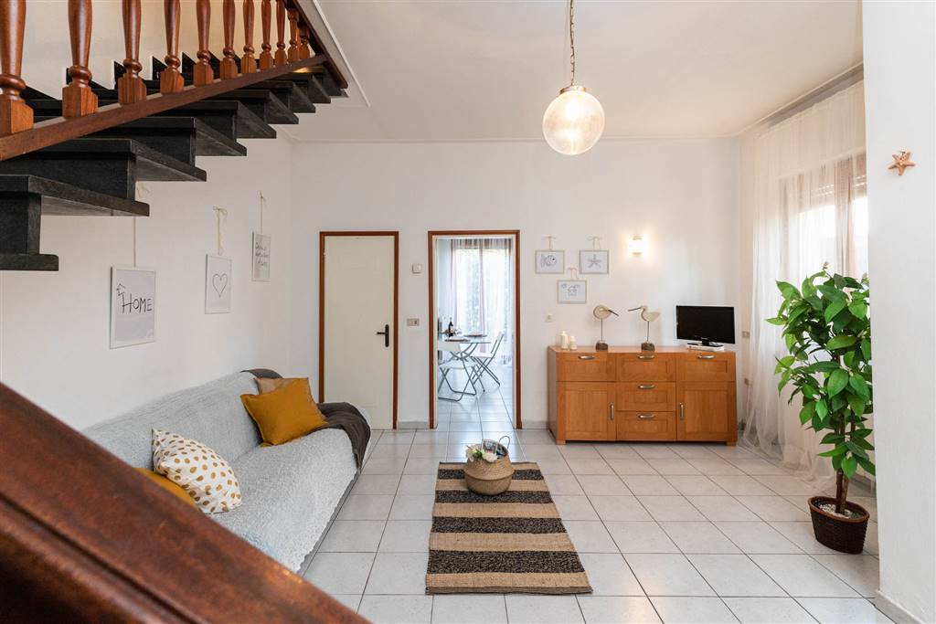 LIDO DI CAMAIORE, CAMAIORE, Duplex villa for sale of 150 Sq. mt., Good condition, Heating Individual heating system, Energetic class: G, Epi: 175,5