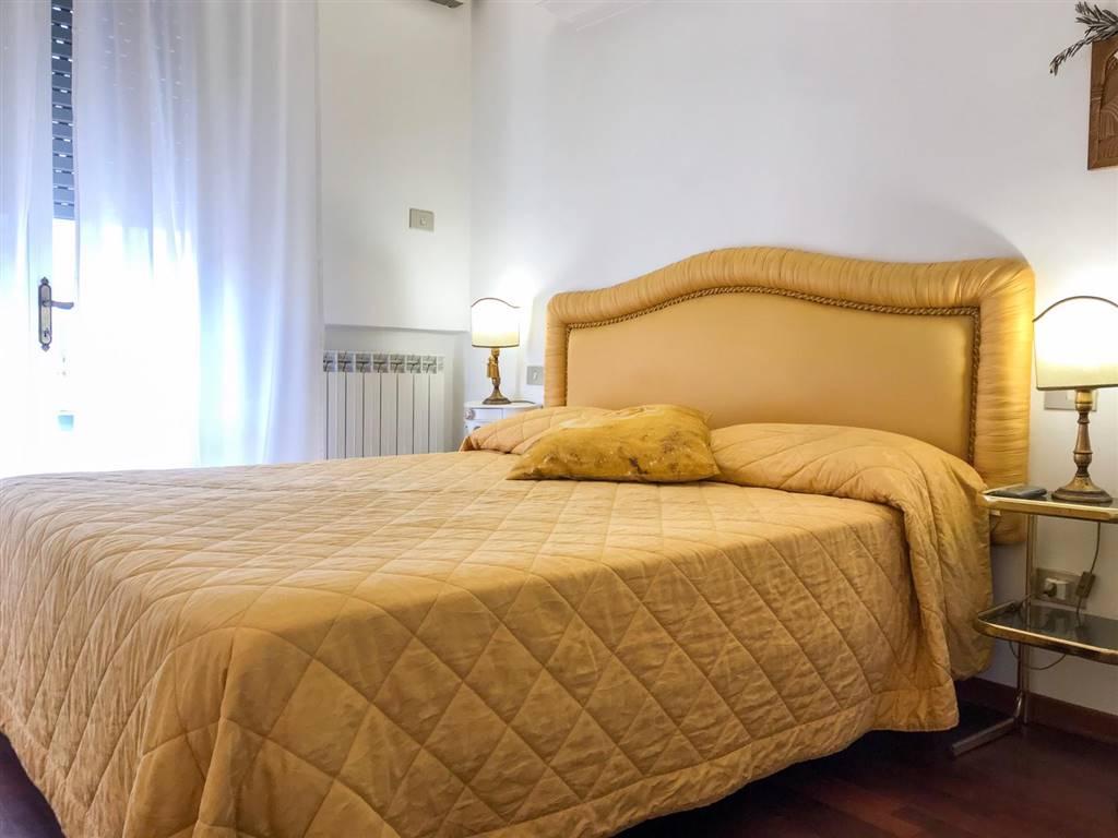 Viareggio, in località Don Bosco, in strada tranquilla e poco trafficata, proponiamo per la vendita, un terratetto di circa 100 mq, completamente e finemente ristrutturato. L'immobile si compone al
