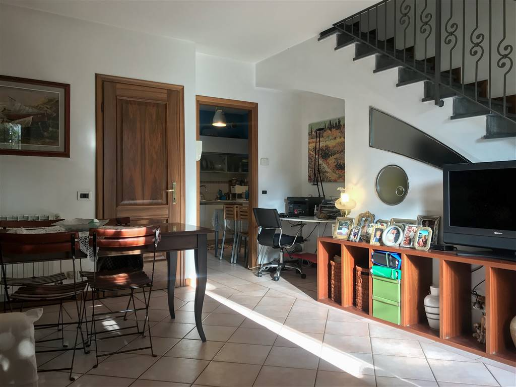 CENTRO, VIAREGGIO, terraced house for sale of 85 Sq. mt., Excellent Condition, Heating Individual heating system, placed at Ground on 2, composed by: