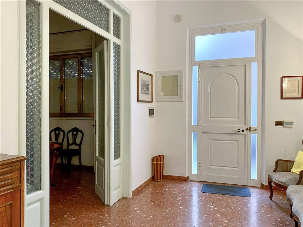 CENTRO, VIAREGGIO, Detached house for sale of 210 Sq. mt., Good condition, Heating Individual heating system, placed at Ground on 2, composed by: 8 Rooms, Separate kitchen, , 5 Bedrooms, 4 Bathrooms,