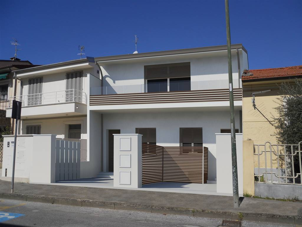 LIDO DI CAMAIORE, CAMAIORE, Independent Apartment for sale of 93 Sq. mt., New construction, Heating Individual heating system, placed at Ground, composed by: 4 Rooms, Little kitchen, , 3 Bedrooms, 2