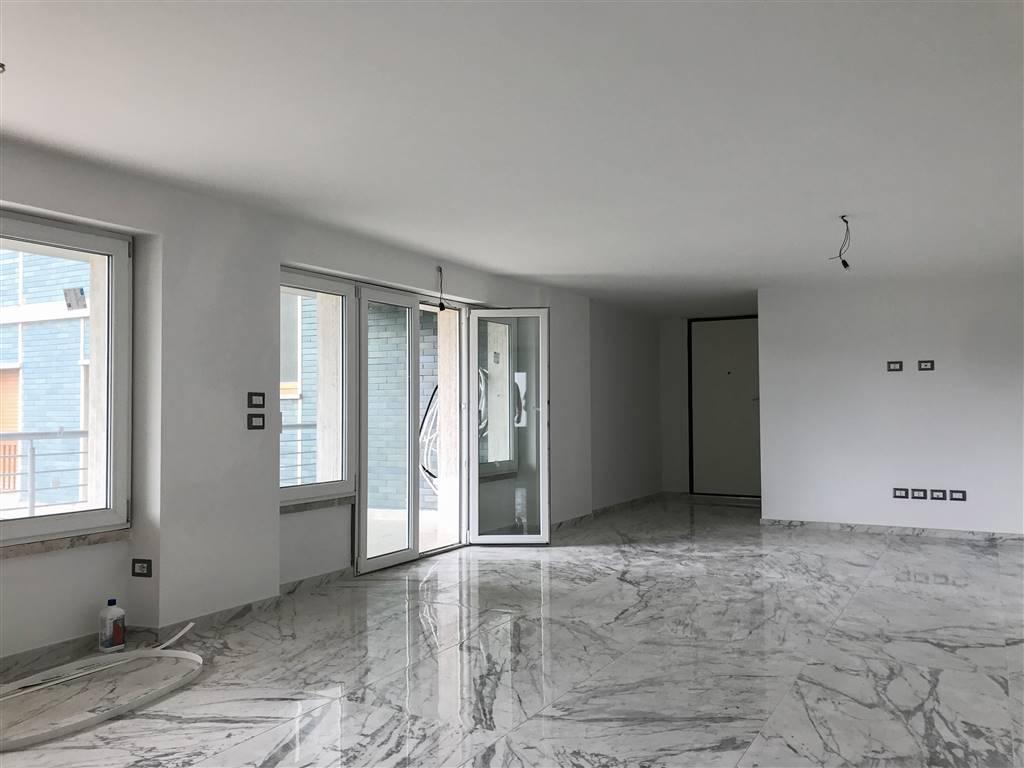 Appartamento completamente e finemente ristrutturato. A Lido di Camaiore, nella località del Secco, in ottimo contesto condominiale al primo piano