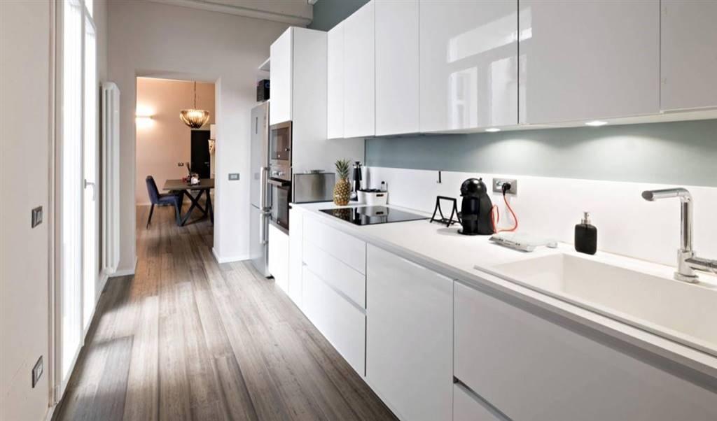 Nel cuore di Lido di Camaiore, a soli 40 metri dal mare proponiamo per la vendita un appartamento indipendente completamento ristrutturato con esclusivi materiali pregiati e completamente arredato