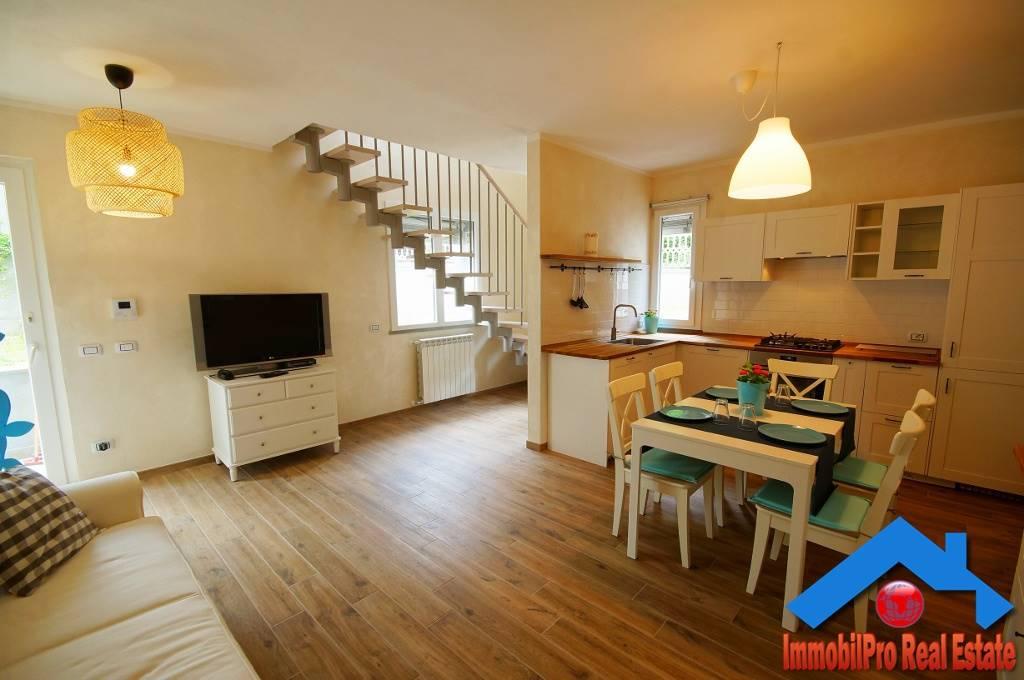 Appartamento in vendita a Levanto, 4 locali, prezzo € 285.000 | CambioCasa.it