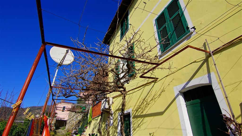 Appartamento in vendita a Levanto, 3 locali, zona Zona: Montale, prezzo € 185.000 | CambioCasa.it