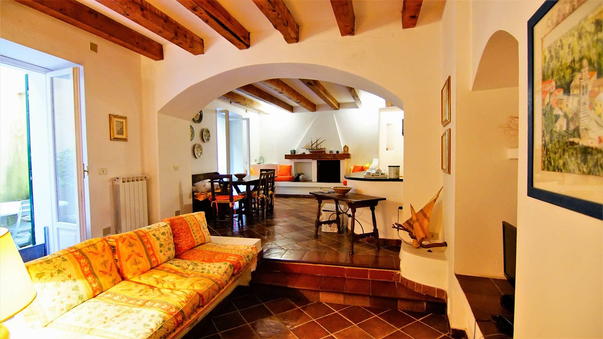 Appartamento in vendita a Levanto, 6 locali, prezzo € 415.000 | CambioCasa.it