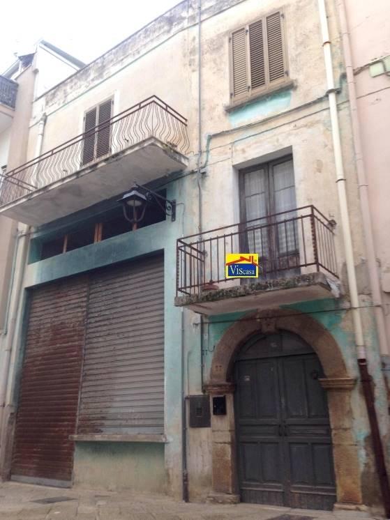 Palazzo in Via Abrusci, Acquaviva Delle Fonti