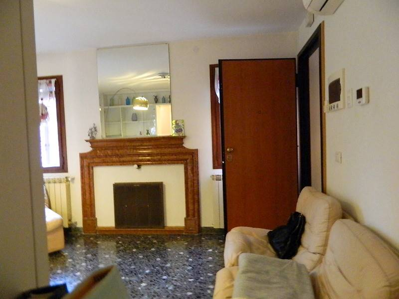 SAN POLO, VENEZIA, Apartment for sale of 75 Sq. mt., Restored, Heating Individual heating system, Energetic class: G, Epi: 300 kwh/m2 year, placed at