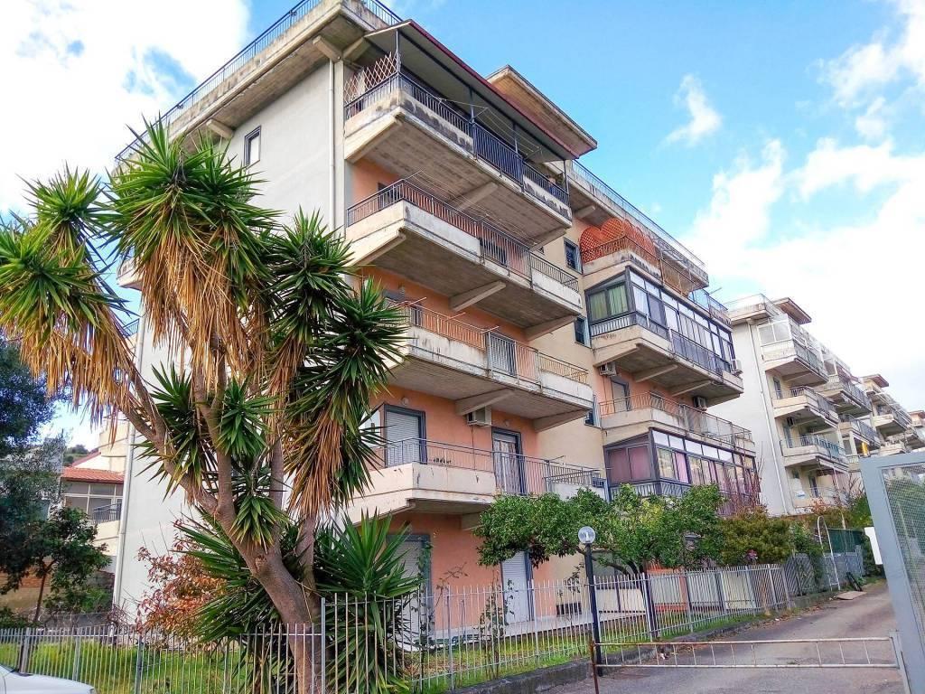 Appartamento in vendita a Santa Teresa di Riva, 4 locali, prezzo € 130.000 | CambioCasa.it