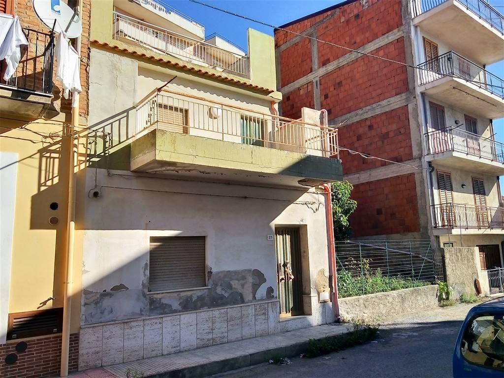 Soluzione Indipendente in vendita a Alì Terme, 8 locali, prezzo € 160.000 | CambioCasa.it