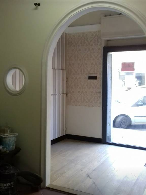 SAN FREDIANO, FIRENZE, Shop for sale of 55 Sq. mt., Good condition, Heating Individual heating system, placed at Ground on 2, composed by: 3 Rooms, 1