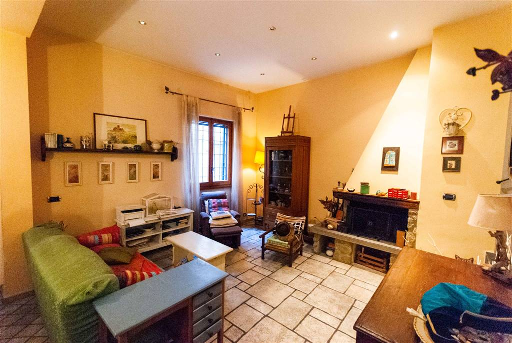 PERETOLA, FIRENZE, terraced house for sale of 100 Sq. mt., Excellent Condition, Heating Individual heating system, placed at Ground on 3, composed