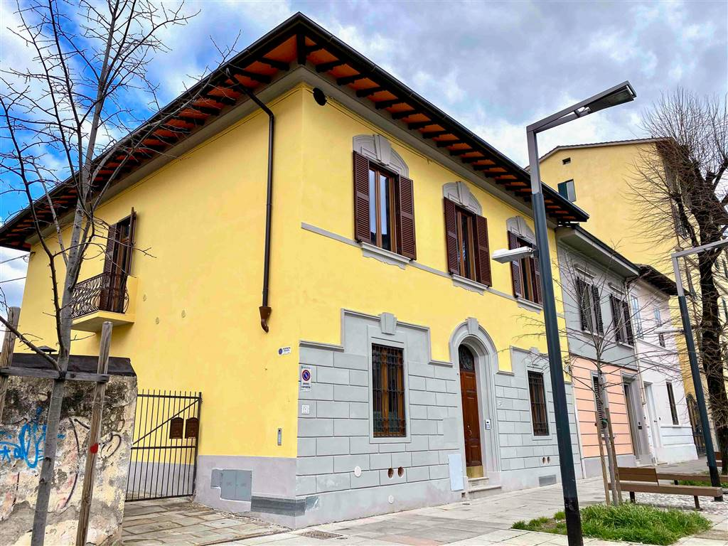 VARLUNGO, FIRENZE, Apartment for sale of 114 Sq. mt., Restored, Heating Individual heating system, placed at Ground on 1, composed by: 4 Rooms,