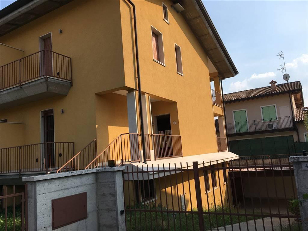 Villa Bifamiliare in vendita a Sirmione, 5 locali, zona mbare, prezzo € 400.000 | PortaleAgenzieImmobiliari.it