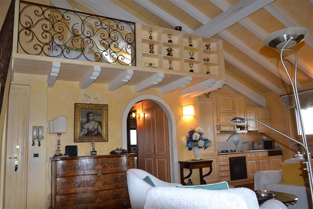 Appartamento in vendita a Soiano del Lago, 4 locali, prezzo € 570.000 | CambioCasa.it