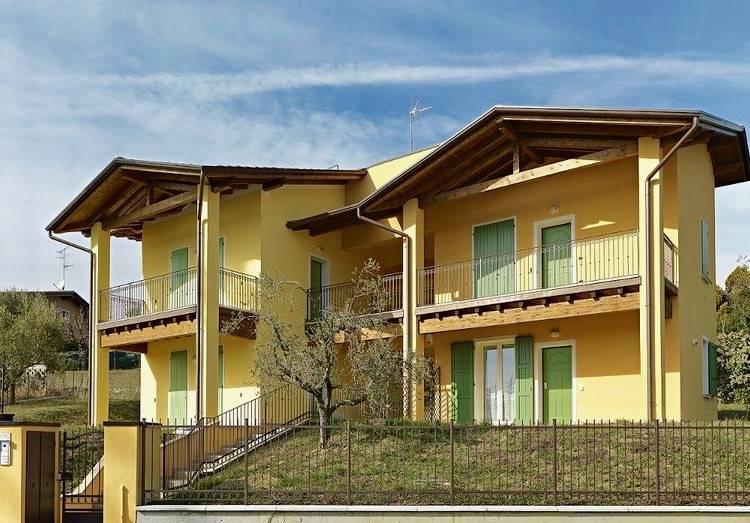 Appartamento in vendita a Moniga del Garda, 3 locali, prezzo € 250.000 | CambioCasa.it