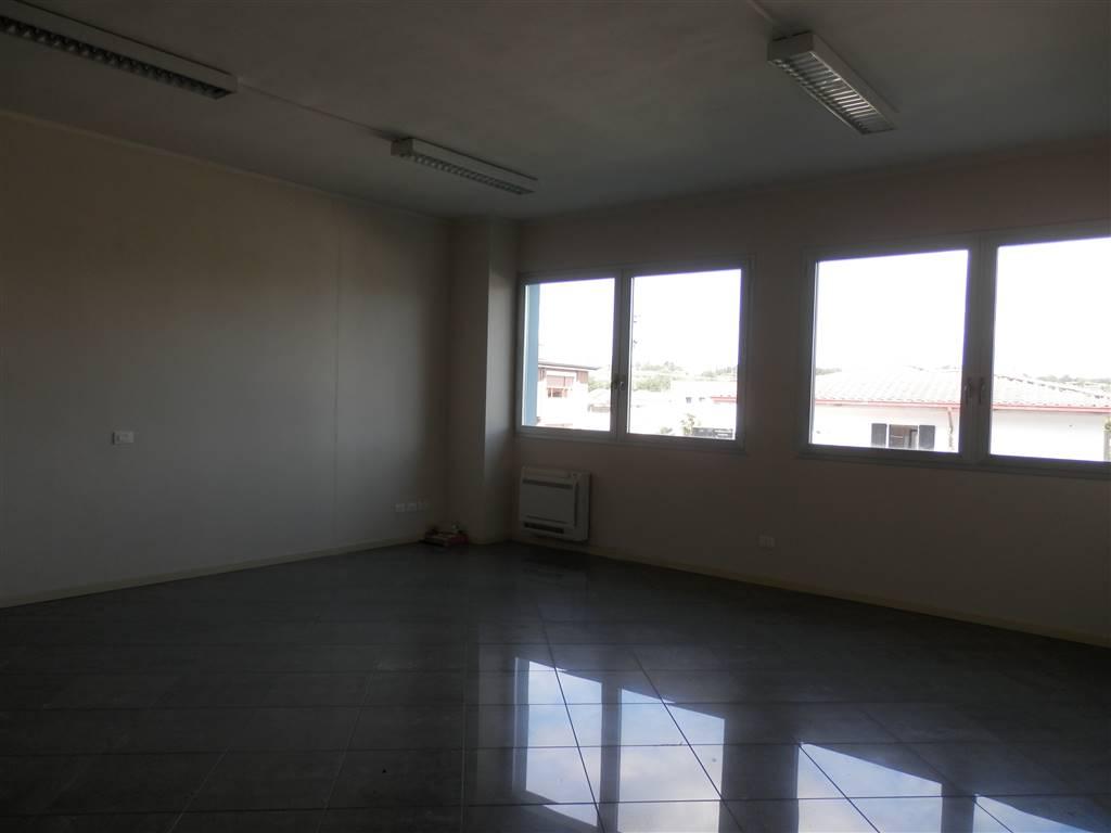 Ufficio / Studio in affitto a Puegnago sul Garda, 3 locali, prezzo € 700 | PortaleAgenzieImmobiliari.it