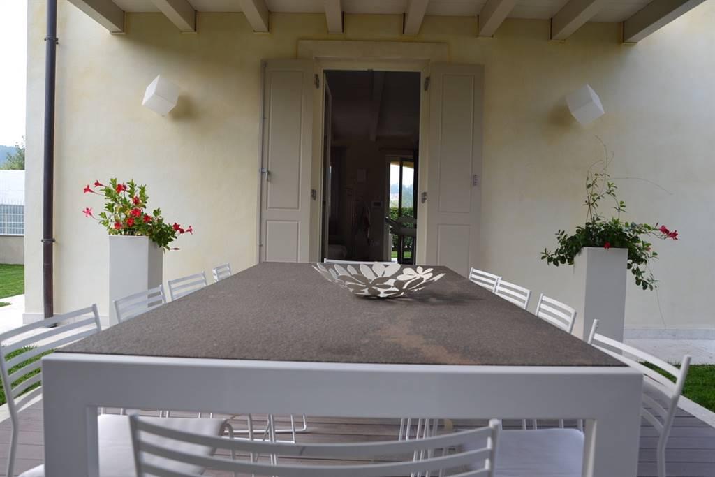 Foto patio con ingresso cucina
