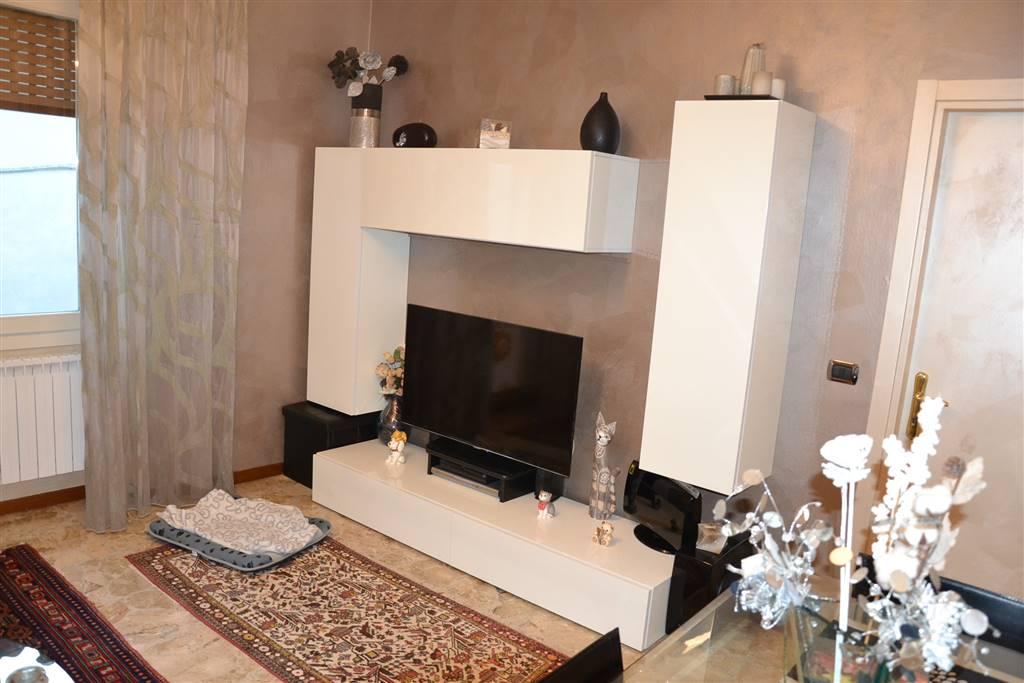 Appartamento in vendita a San Felice del Benaco, 4 locali, prezzo € 270.000   CambioCasa.it