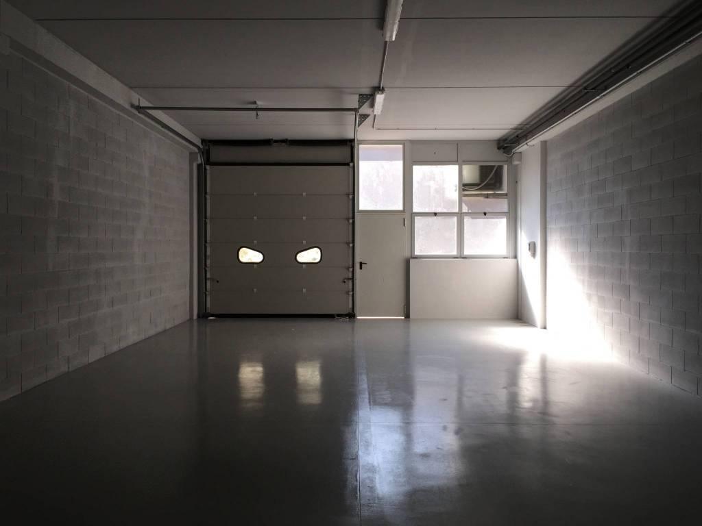 Attività / Licenza in affitto a Puegnago sul Garda, 1 locali, zona a, prezzo € 425 | PortaleAgenzieImmobiliari.it
