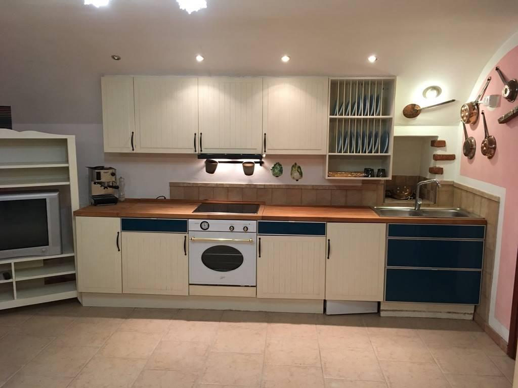 Appartamento in vendita a Moniga del Garda, 1 locali, prezzo € 70.000 | CambioCasa.it