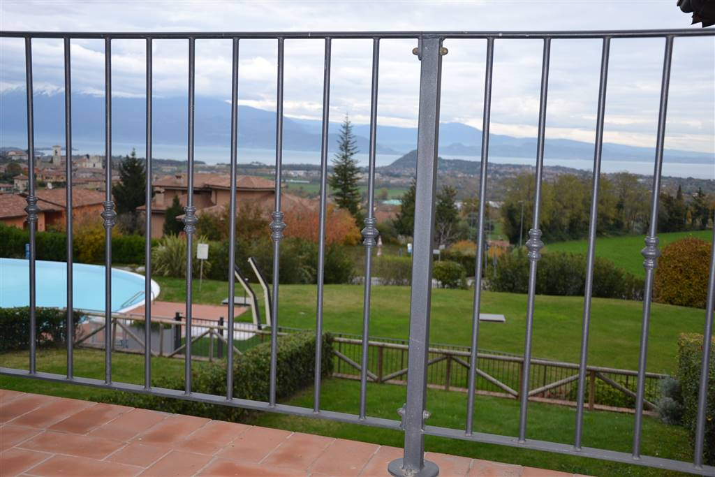 Appartamento in vendita a Polpenazze del Garda, 3 locali, prezzo € 325.000 | CambioCasa.it
