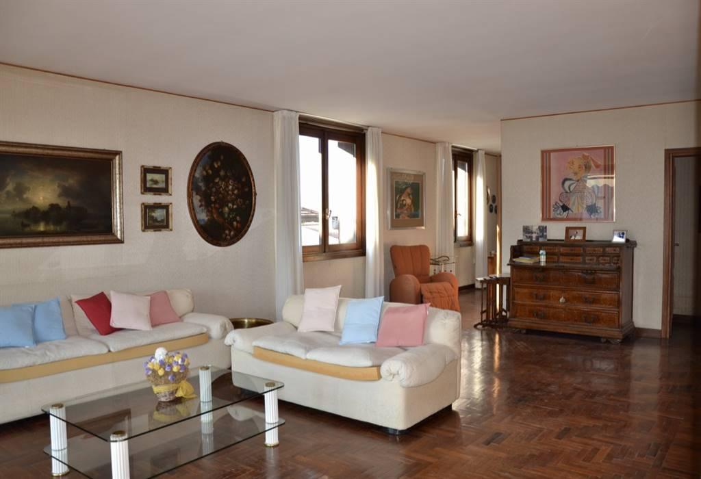 Attico / Mansarda in vendita a Salò, 4 locali, prezzo € 600.000   PortaleAgenzieImmobiliari.it