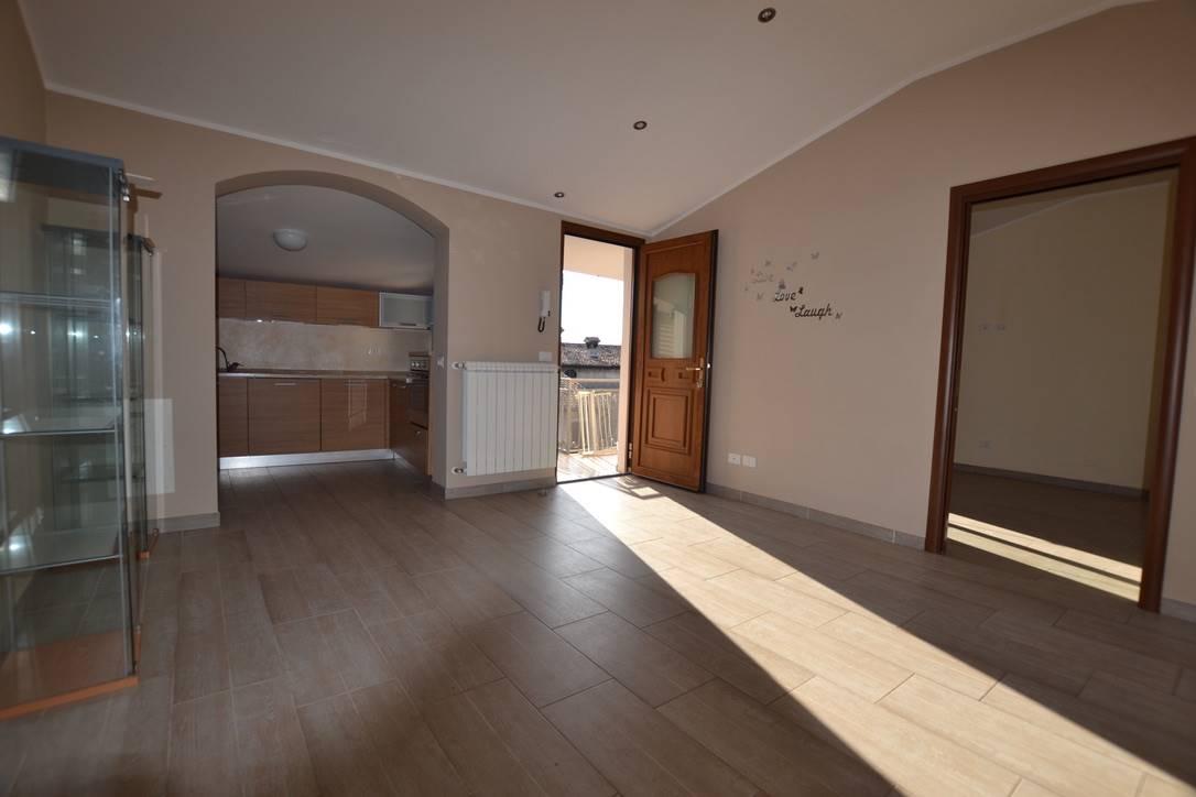 Appartamento in vendita a Moniga del Garda, 3 locali, prezzo € 158.000 | CambioCasa.it