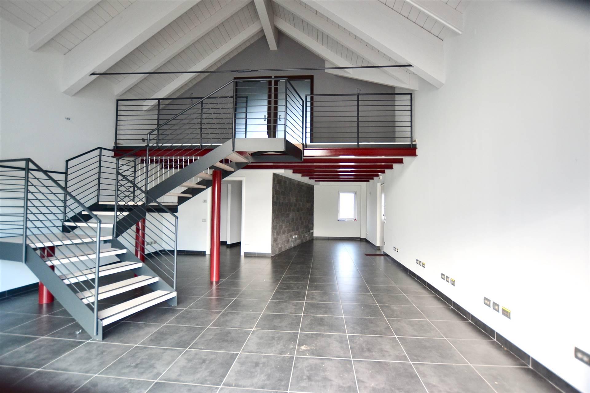 Ufficio / Studio in affitto a Puegnago sul Garda, 3 locali, prezzo € 1.200 | PortaleAgenzieImmobiliari.it