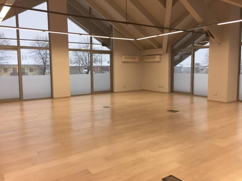 Ufficio / Studio in affitto a Puegnago sul Garda, 2 locali, zona a, prezzo € 1.250 | PortaleAgenzieImmobiliari.it