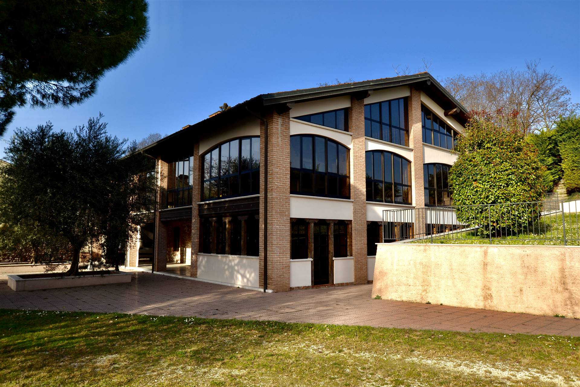 Agriturismo in vendita a Desenzano del Garda, 10 locali, prezzo € 2.800.000 | CambioCasa.it