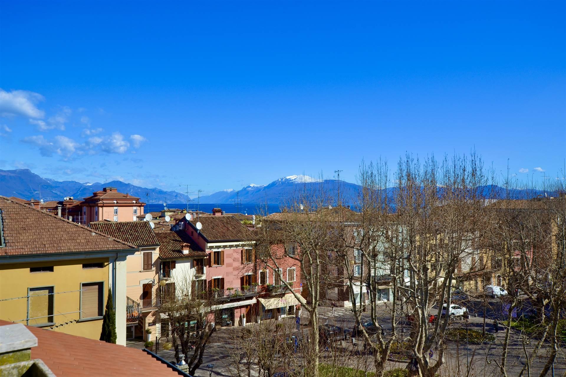 Attico / Mansarda in vendita a Desenzano del Garda, 5 locali, prezzo € 590.000 | PortaleAgenzieImmobiliari.it