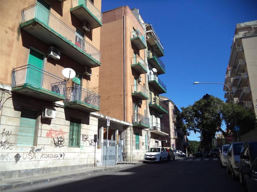 Trilocale in Via Ficarazzi  19, Catania