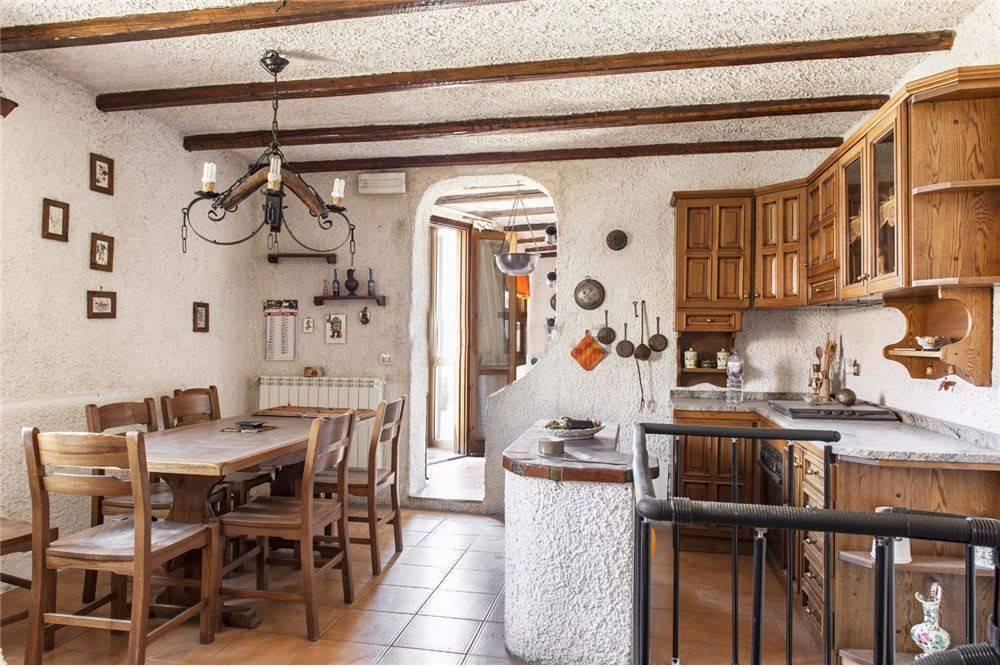 Appartamento in Via Pozzo, Aci Catena
